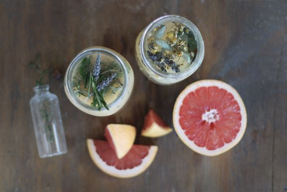 I love to make our own cosmetics. This is a recipe for a herb-infused face toner with grapefruit - via Free People Blog