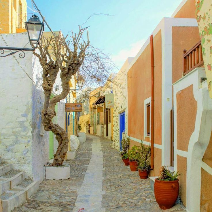 island of Syros (Σύρος) Picturesque alley of Ano Syros village !