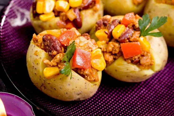 Ziemniaki faszerowane chilli con carne #smacznastrona #przepisytesco #ziemniakifaszerowane #chilliconcarne #karnawał