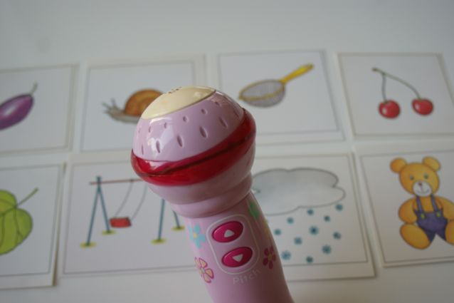 Zabwy z obrazkami dla maluchów- zabawa z mikrofonem