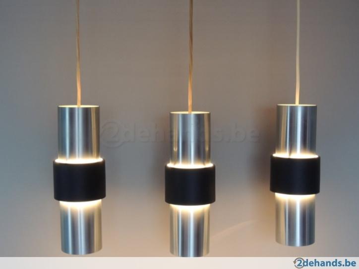 3x vintage Raak lamp B-1198. Raak plafondlampen in geborstelde aluminium met een zwart metalen middenrand. Met het originele platte plafondplaatje gemerkt Raak Amsterdam.