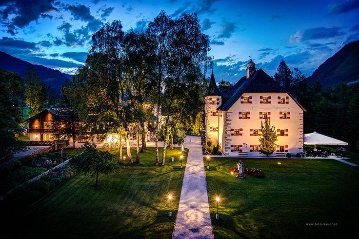 Schloss Prielau Hotel & Restaurants ist ein intimes Hideaway der Luxusklasse. Nur 200 m vom Zeller See entfernt, liegt das Schloss idyllisch in einem großen Park.  (Foto © foto-bauer.at)