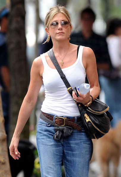 Jennifer Aniston Handbag is awesome. Does anyone know the brand?