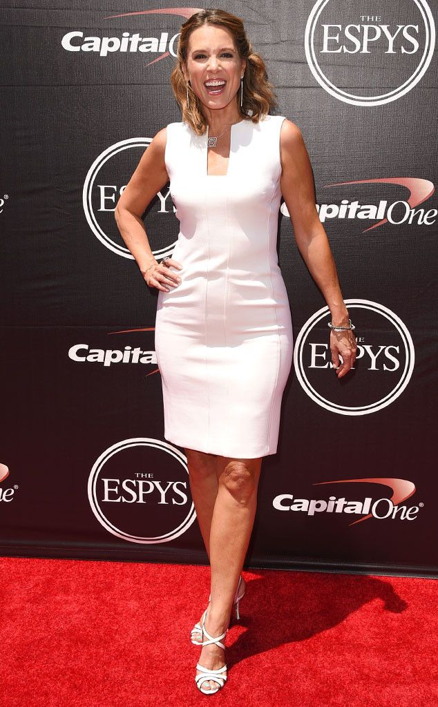 Hannah Storm from 2015 ESPY Awards Red Carpet Arrivals  Cracking a smile, ESPN's SportsCenter Sunday co-anchor is delightful in a fitted white dress.