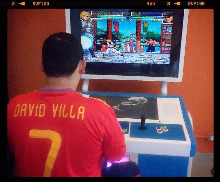 By eliabexd: Jogando The King Of Fighters 2002 (piratão) no shopping em São Carlos...obviamente com meu lutador favorito Andy Bogard!!!E ai bora X1???kkkkk #kof #fliperama #andybogard #thekingofighters #arcade #shoppingiguatemi #saocarlos #ferias #kof2002 #arcade #micrhobbit