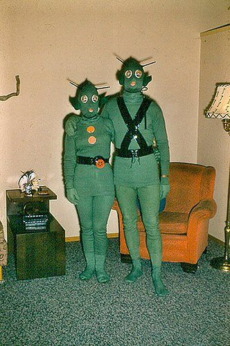 Martian couple: Aliens Costumes, Fancy Dresses, Tricks Or Treats, Friends, Spaces Invaders, Green Parties, Green Outfit, Vintage Costumes, Happy Halloween