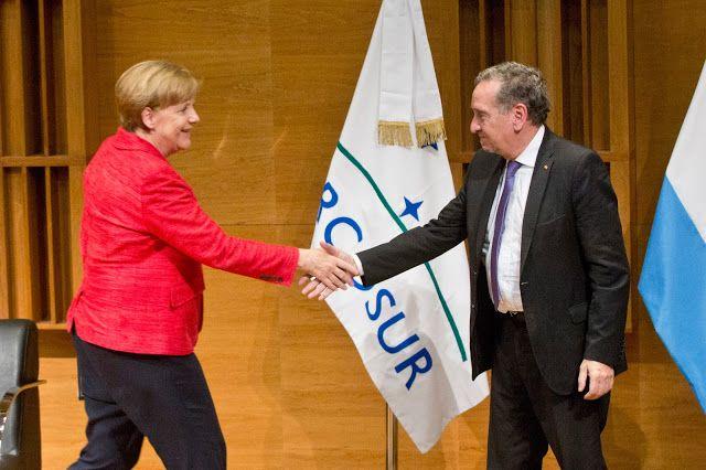 Ángela Merkel brindó una conferencia en el C3   En el marco de la primera visita oficial al país la Canciller Federal alemana ofreció una charla destinada a estudiantes secundarios de escuelas alemanas y jóvenes científicos.  Esta tarde el Auditorio del Centro Cultural de la Ciencia fue sede de una conferencia magistral de una de las personas más relevantes a nivel político y mundial. La Canciller Federal de la República Federal de Alemania Dra. Ángela Merkel disertó frente a estudiantes y…