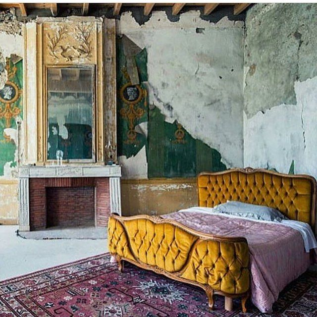 97 vind-ik-leuks, 2 reacties - @saint_mathieu_interiors op Instagram: 'Old walls are a perfect complement to this mustard French bed ♥️ reposted from @_decolor_…'