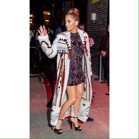 Дженнифер Лопез и Алекс Родригес на The Met Gala 2017 After-party в Нью-Йорке.  #bg_paparazzi • • • • •  #celebrity #style #fashion  #звездныйстиль #модаотзвезд #стильныеновости #стильная #дженниферлопез http://tipsrazzi.com/ipost/1506485443162618373/?code=BToHIdjAToF