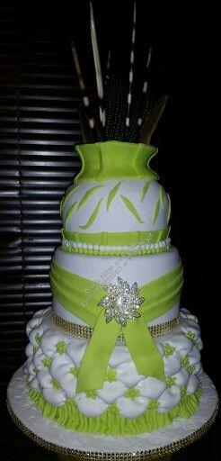Modern traditional wedding cake