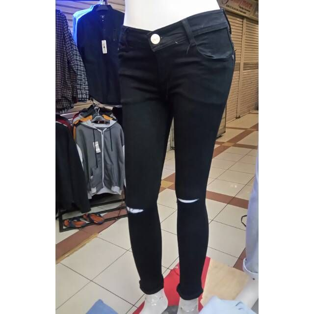 Saya menjual ZJeans celana jeans wanita PRADA sobek singel seharga Rp70.000. Dapatkan produk ini hanya di Shopee! https://shopee.co.id/muhammadzikkrillah/753987571 #ShopeeID