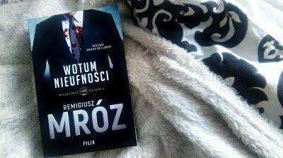 """Bohater fikcyjny: [119] Polska polityka w książce? – """"Wotum nieufności"""""""
