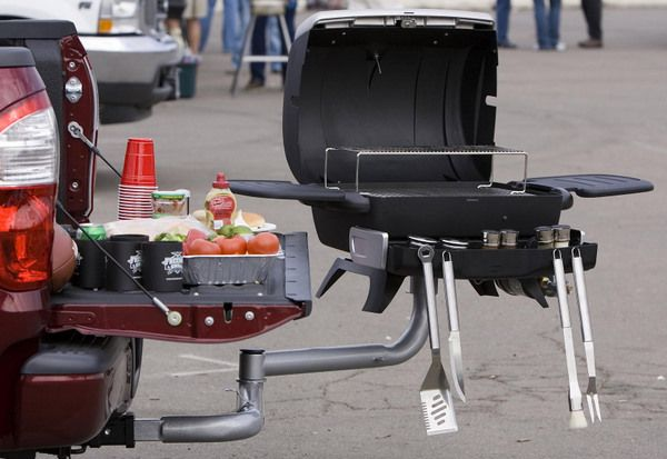 GET A LOAD OF THIS! Freedom Grill FG-50 that attaches to your 2″ tow hitch and rides on the outside of your vehicle. swing arm allows you to transport your full size grill, with over 350 square inches of grilling space, to and from the tailgate party on the back of your car.