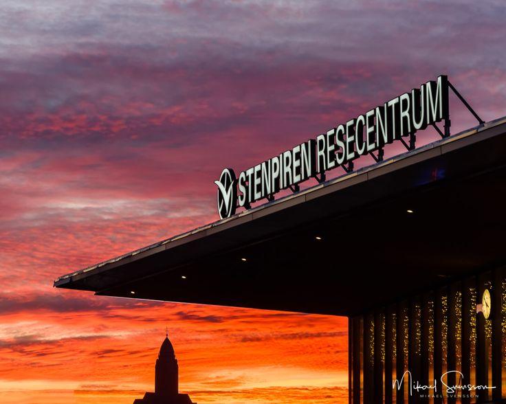 28 November 2016. Stenpiren Göteborg Sweden. #mikaelsvenssonphotography #swedenimages #sunrise_sunsets_aroundworld #thebestofscandinavia #sweden_photolovers #ig_mood #ig_masterpiece #visitsweden #västkusten #superb_photos #nikonpro #igersgothenburg #ig_week_scandinavia #visitgothenburg #mittgöteborg #goteborgcom #sunsetporn #skyporn #stenpiren #masthuggskyrkan #västtrafik #vasttrafik