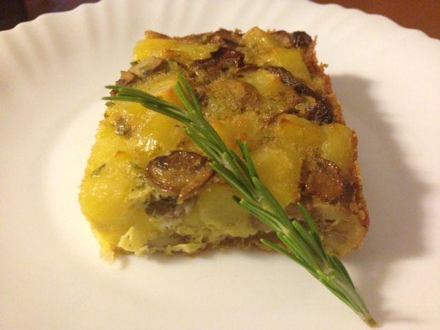 Tortino di patate e funghi cotto al forno, da servire come secondo o anche come antipasto. Ricetta facile e veloce, che si prepara con pochi ingredienti!