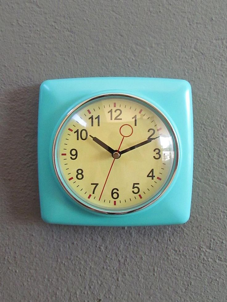 retro wall clock from redinfred...the color!