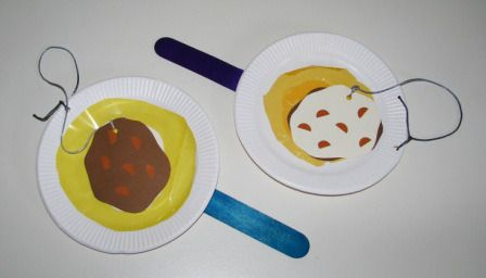 Flip your Latkes game! SUPPLIES: small cardboard plates, extra large popsticks, sticky tape, yellow cellophane/tissue paper, glue, brown/cream cardboard, markers, & string ::: Practice your latke flipping skills with your Little with these pretend paddles.