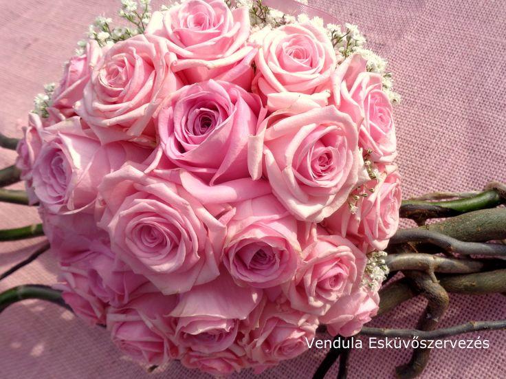 Menyasszonyi csokor pink rózsából és fátyolvirágból  https://www.facebook.com/media/set/?set=a.1095431873846932.1073741882.160441040679358&type=3