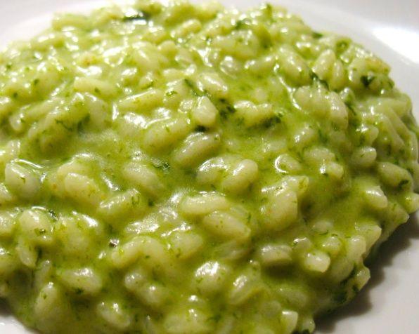 risotto agli spinaci di www.iopreparo.com è un primo piatto sano e genuino e ricco di ferro. Molto saporito se preparato con gli spinaci freschi.