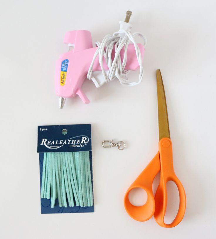 Einfache DIY Leder Quaste #clutch #nähen #anhänger #bastelndiy #schlüsselanh…