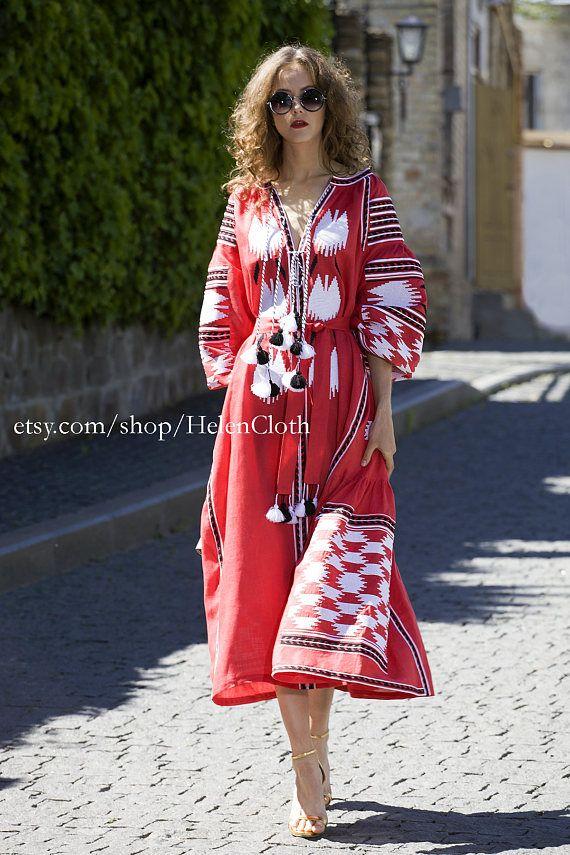 WOW le prix. Ukrainienne en lin brodé midi robe vyshyvanka. Robe rouge oiseaux. Robe brodée de l'Ukraine. Robe mexicaine. Livraison gratuite