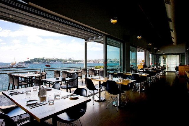 The Cafe Of Istanbul Modern Museum With Bosphorus View In Karakoy Istanbul Modern Cafe Istanbul Modern Restaurant