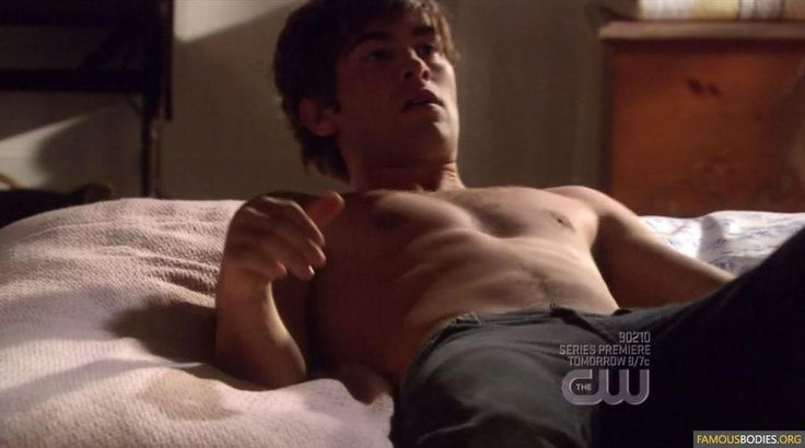CHACE CRAWFORD ! SHIRTLESS !