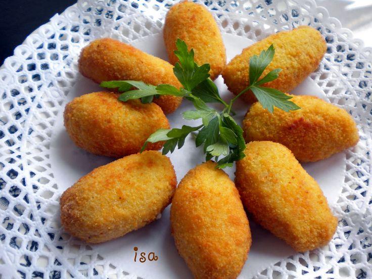 Croquetas... Spanish food <3  Luv when my Mom makes these, sooo good.