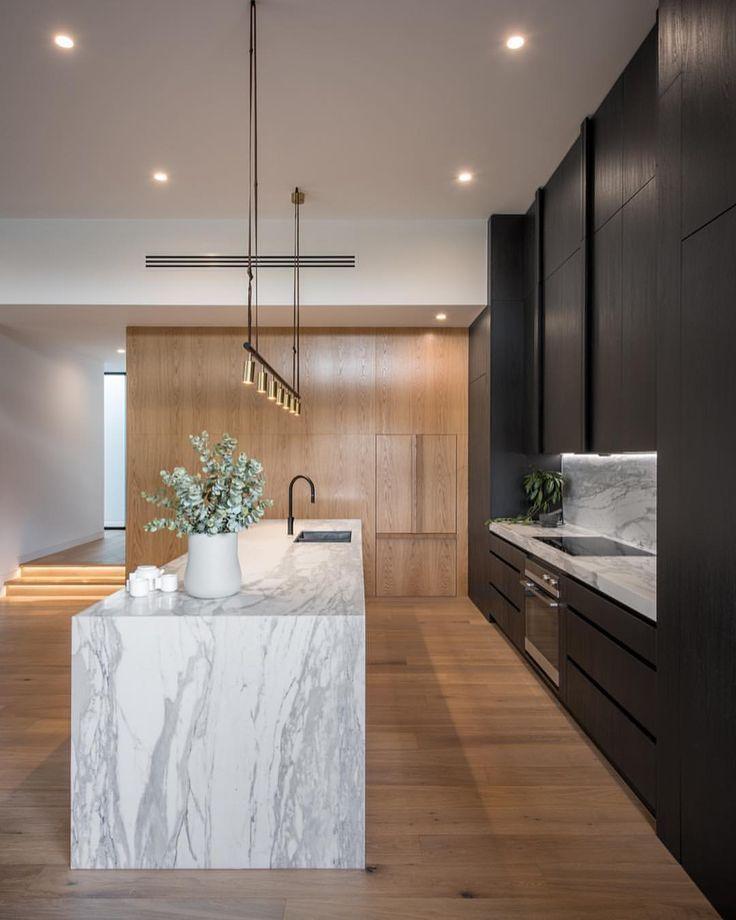 Cuisine Au Design Contemporain Avec Meubles Noirs Au Avec Contemporain Au Kitchen Remodel Trends Modern Kitchen Design Interior Design Kitchen
