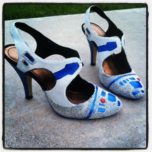 R2-D2 high heels Star Wars and comic DIY shoes!