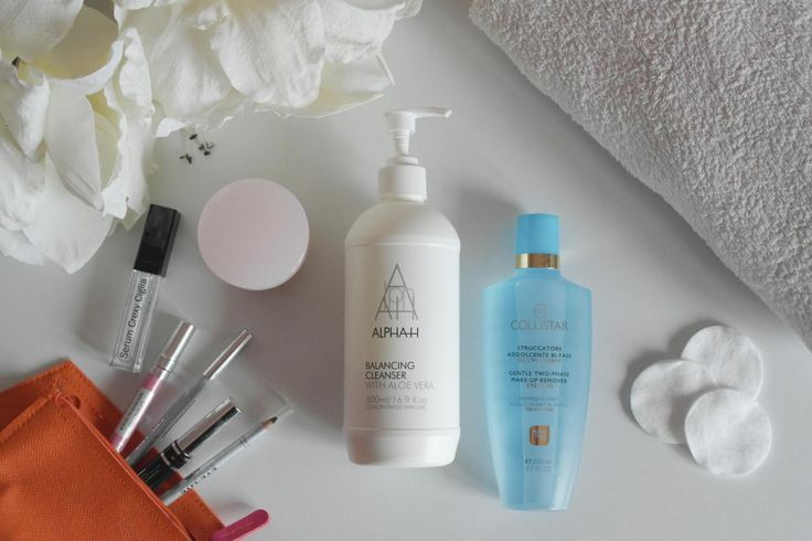 Per avere una pelle luminosa uno dei passaggi fondamentali è quello della pulizia del viso serale. Ricordate sempre che è fondamentale struccarsi e pulire bene il viso ogni sera!