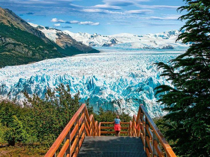 Perito Moreno. P.N. Los Glaciares (Argentina)  El Perito Moreno es el más famoso de los 47 grandes glaciares que alberga este parque argentino, Patrimonio de la Humanidad desde 1981. La zona norte se recorre desde la localidad de El Chaltén y tiene como máximo atractivo el afilado monte Fitz Roy (3.359 m). El sur, donde se halla el Perito Moreno, se visita desde El Calafate. La ruta más asombrosa es el crucero por el lago Argentino.