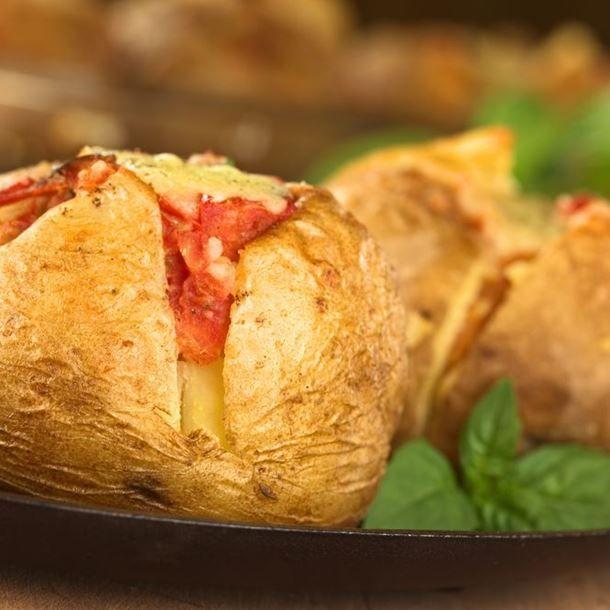 Pommes de terre farcies au jambon/gruyère au four