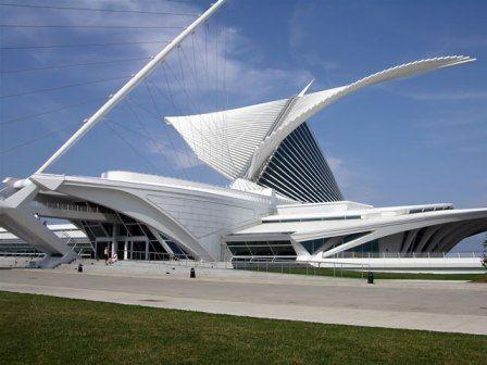 建築構造家サンティアゴ・カラトヴァ設計:スペイン ミルウォーキー美術館新館