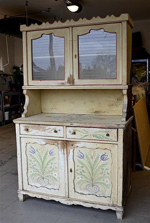 Antikolt tálalószekrény festése