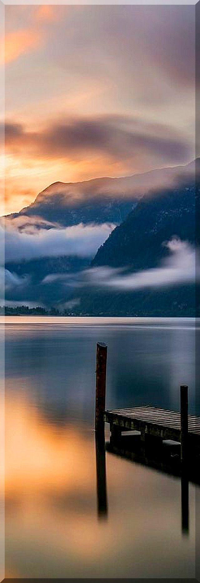 AUSTRIA - HALLSTATT - amazing lake shot #photo by Richard Beresford Harris #reflection sky sunset nature landscape