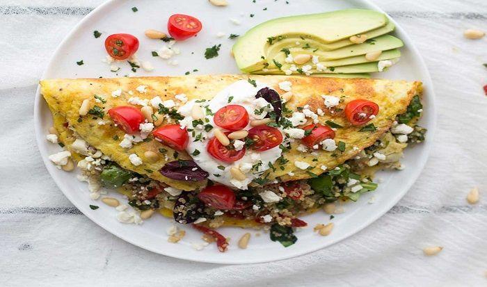 El desayuno es la comida más importante del día, por ello hacer la combinación ideal es lo mejor que podemos hacer esta omelet combina el poder de laproteínadel huevo con