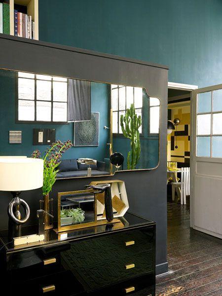 Soggiorno verde petrolio idee per il design della casa - Divano verde petrolio ...