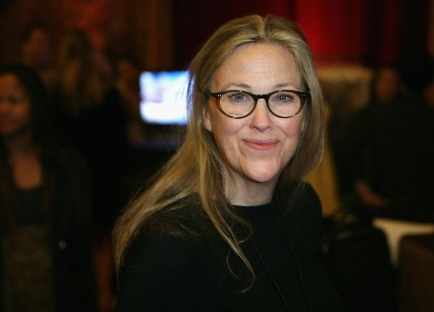 Catherine O'Hara. A real, beautiful woman, aging gracefully and with dignity! Not a piece of painted plastic...love it!!!