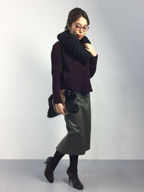 ダークテイストで大人っぽくまとめる ◎スヌード コーデ ファッション スタイル◎