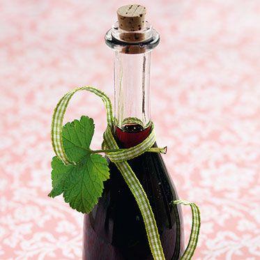 Schwarzer Johannisbeer-Sirup (Black Currant syrup)