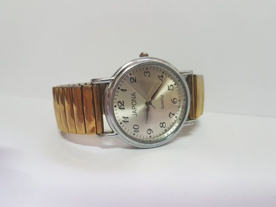Vintage Watch - Made In USSR -1980s - USSR! This is a unique , gold tone model! Can be worn in special occasionsand also casual meetings.   When purchasing a watch always keep in mind who made it ! Price is negotiable , so please message your offers.    ❤Please do not hesitate to contact us before purchase !❤   I greatly appreciate your interest in my listing. I look forward to a pleasant, quick and satisfying transaction for both of us. Please see my feedback. It more than demonstrates my…