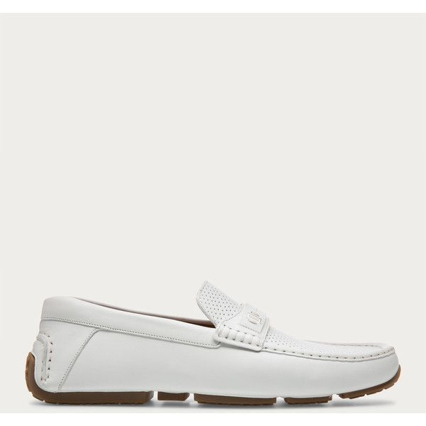 Bally PRYCE Men´s leather driver in white (€375) ❤ liked on Polyvore featuring men's fashion, men's shoes, mens driving shoes, mens slip on shoes, mens perforated shoes, mens slipon shoes and bally mens shoes