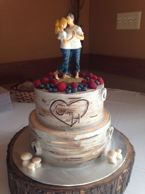 wedding cake bakeries in rockford illinois a custom two tiered wedding cake created to look like 21857