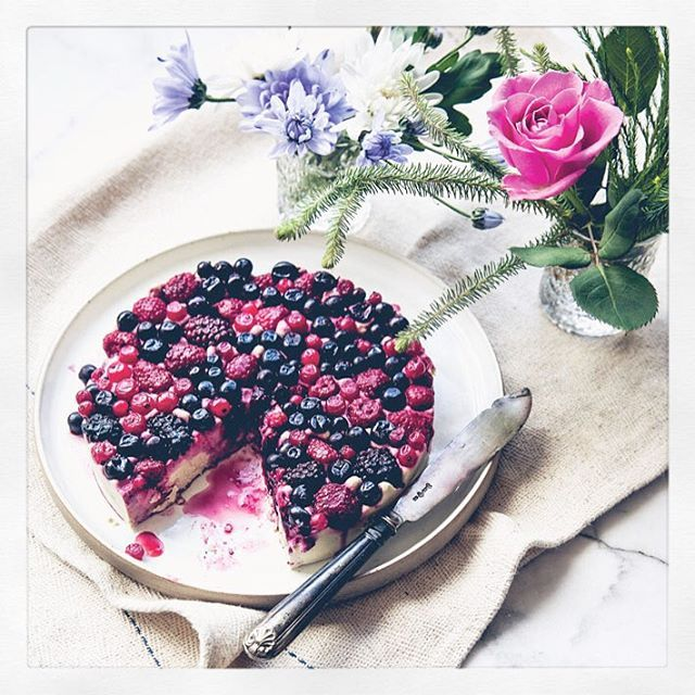 Guest Recipe: Squashed Berry & White Chocolate Cheesecake | Deliciously Ella