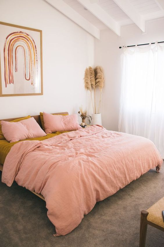 Effortless bed styling done right here with a pairing of warm pastel pink and mu…   – In The Bedroom