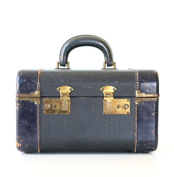 Vintage Navy Train Case     I love old cases, suitcases and boxes with locks!Training Cases, Vintage Training, Collection Suitcases Trunks, Collectibles Suitcases Trunks, Vintage Navy, Trunks Suitcases, Vinager Suitcas, Vintage Suitcas, Navy Training