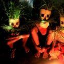 Penari Jaranan dalam acara Kediri Bertutur 25-Februari-2012 mengenakan kostum tradisional yang kembali ke masa dolanan atau permainan anak-anak tempo dulu, memanfaatkan tumbuhan sekitar pekarangan rumah menjadi atribut kostum