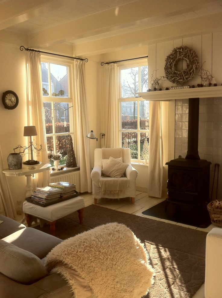 25 beste idee n over kleine woonkamers op pinterest appartement meubels plaatsing meubelen - Een kleine rechthoekige woonkamer geven ...