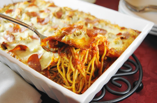 The Kitchen is My Playground: Pizza Spaghetti Bake {Crazy Cooking Challenge}